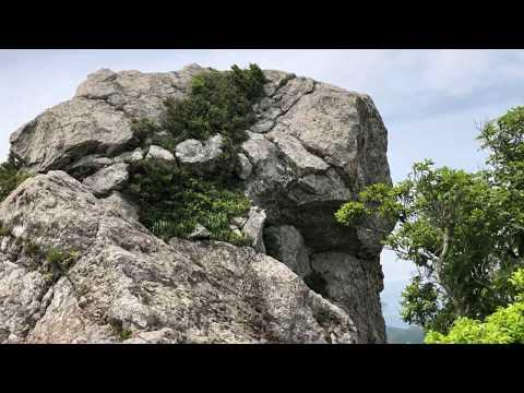 白嶽(しらたけ)山頂を歩く